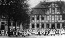 Historisches Schulgebäude der höheren Töchterschule als Vorläufer des GaS